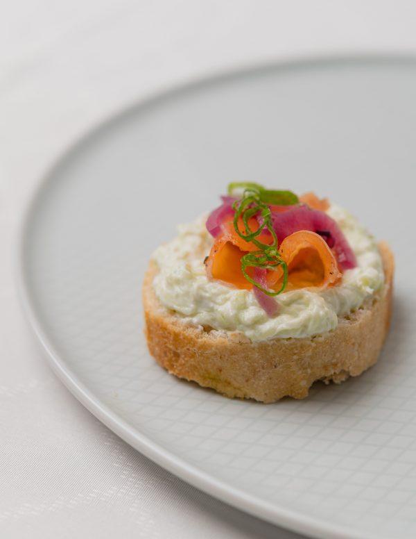 Marinált lazacos szendvics