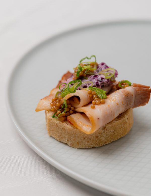 Sült császárhúsos szendvics