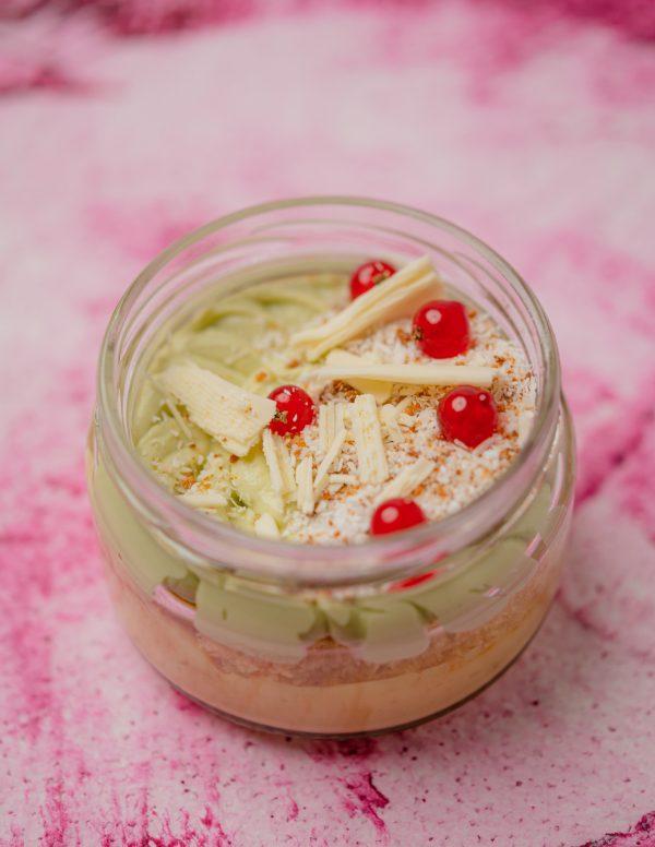 Fehércsokoládé, matcha, kókuszos piskóta, lime krém